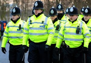 جدال پلیس انگلیس با زنان و کودکان در ایرلندشمالی +عکس