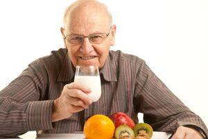 ۴ اصل مهم در غذا خوردن مردان بعد از ۵۰سالگی