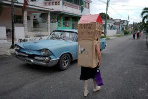 پوشش عجیب یک زن در مقابل کرونا