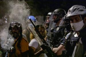 فیلم/ سپرهای معترضان برای مقابله با پلیس آمریکا