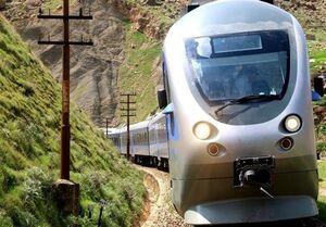 فیلم/ لحظه نجات جان کودک از زیر قطار