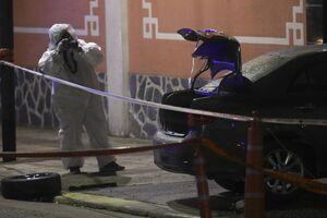 عکس/ حمله یک خودرو به ساختمان سفارت چین در آرژانتین