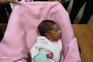 عکس/ دستگیری باند فروش نوزاد در فضای مجازی