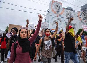 عکس/ جنجال بازداشت دختر مسلمان در تظاهرات آمریکا