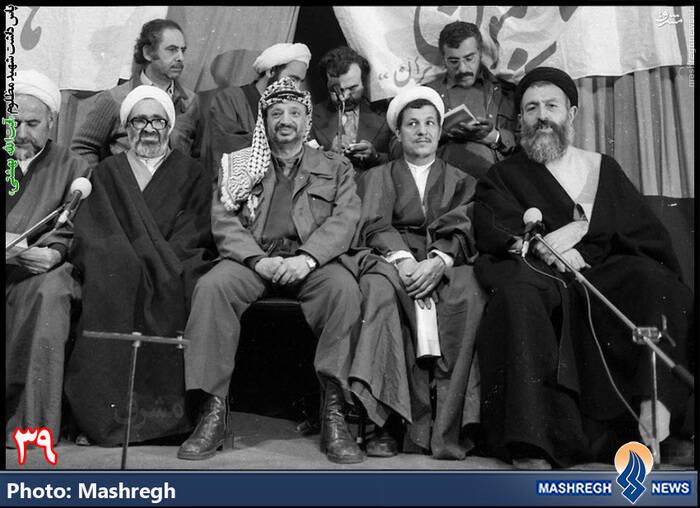 استقبال از نخستین میهمان خارجی انقلاب اسلامی - از راست: شهید بهشتی - هاشمی رفسنجانی -یاسر عرفات - حسینعلی منتظری - ابوالقاسم لاهوتی