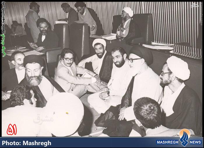 شهید بهشتی در نخستین ر.ز مجلس خبرگان رهبری در کنار حضرات طالقانی، باهنر، شیبانی، اکرمی و کرمانی