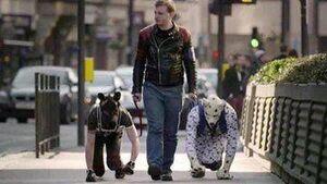 تنزل انسان به سگ در انگلستان +عکس
