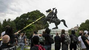 رهاسازی مجسمه روسای جمهور آمریکا در زبالهدان تاریخ+عکس