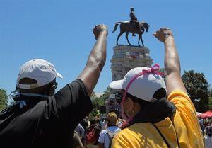 گزارش| اعتراضات آمریکا؛ چرا سرنگونی مجسمهها نماد براندازی سرمایهداری است؟