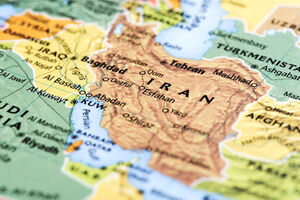 فیلم/ انتقاد روزنامهنگار آمریکایی از تحریمهای علیه ایران