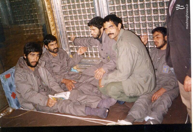 شهید علی اصغر آذرشب(نفر سوم از راست)