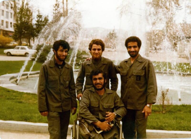 شهید علی اصغر آذرشب(نفر اول  از چپ)