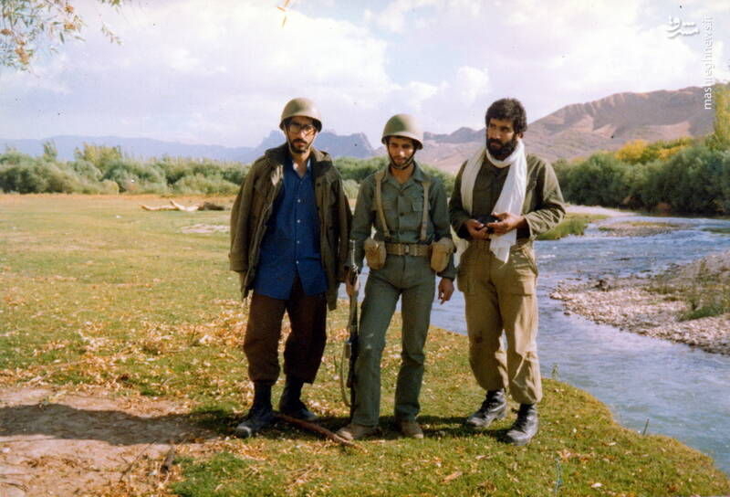 شهید علی اصغر آذرشب(نفر وسط)
