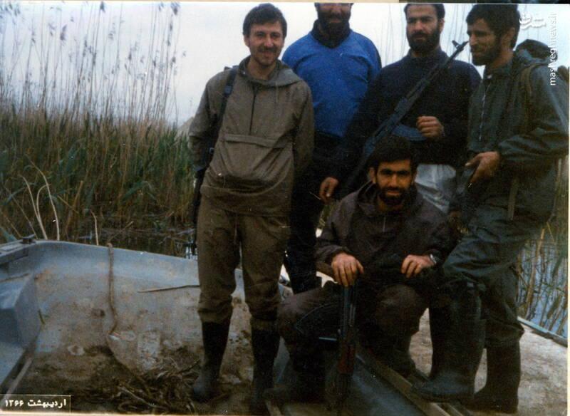 شهید علی اصغر آذرشب(نفر اول از راست)