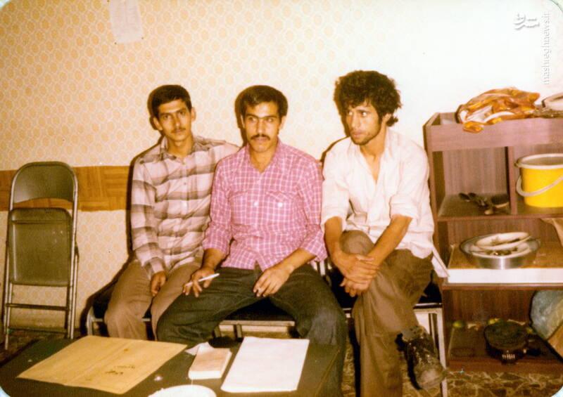 شهید علی اصغر آذرشب(نفر سمت راست)
