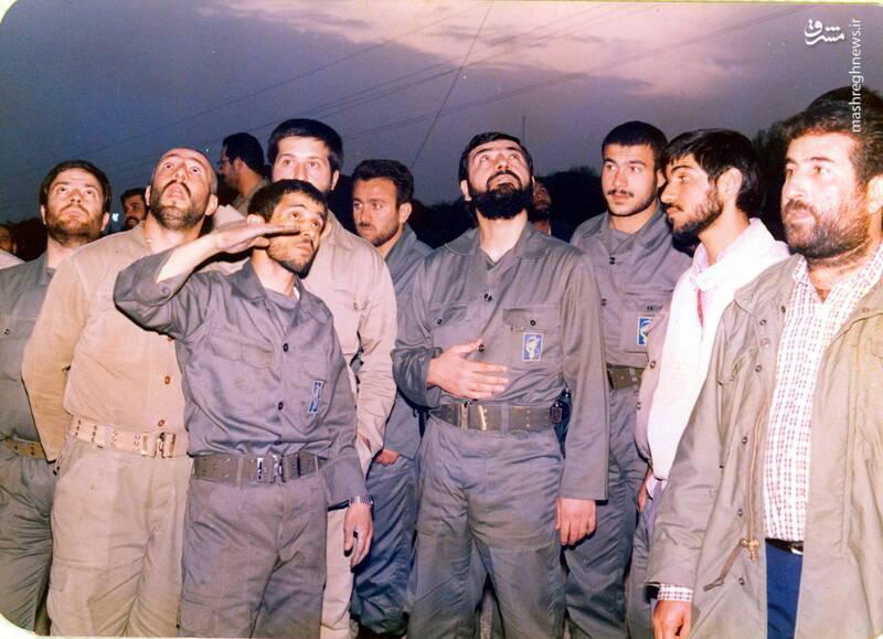 شهید علی اصغر آذرشب(در حال صحبت با فرماندهی سپاه)