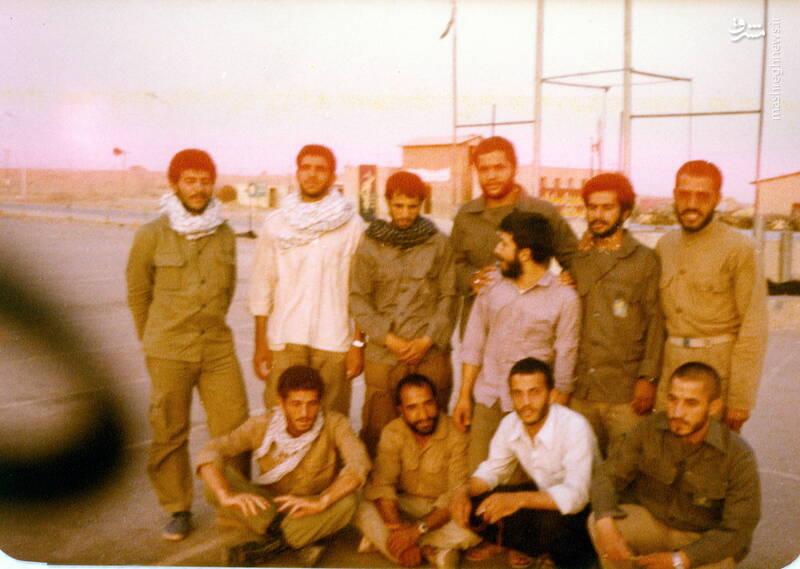 شهید علی اصغر آذرشب(ایستاده، نفر سوم از چپ)