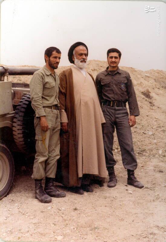 شهید علی اصغر آذرشب در کنار مرحوم حجت الاسلام حسینی