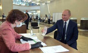 عکس/ پوتین رای خود را به صندوق انداخت