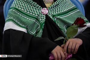 عکس/ پرچم حرم معصومه (س) در مراسم تکریم دختران شهدا