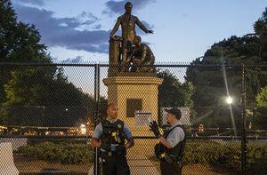 مجسمههای بردهداری