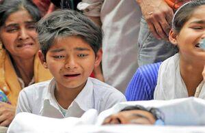 قتل پیرمرد کشمیری مقابل نوهاش توسط پلیس هند +عکس