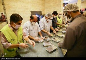 عکس/ توزیع غذای گرم به مناسبت ولادت امام رضا(ع)