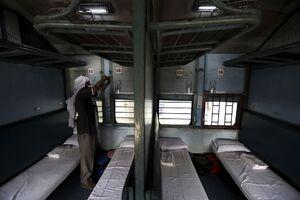 عکس/ قطاری که تبدیل به بیمارستان شد