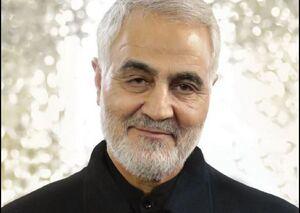 عکس/ شهید سلیمانی در لباس خادمی امام رضا (ع)