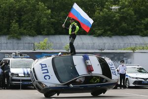 عکس/ تک چرخ با خودروی پلیس