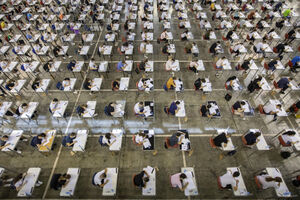 عکس/ امتحانات ورودی دانشگاه زیرسایه کرونا