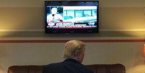 بولتون: ترامپ بیشتر از این که در دفتر کارش باشد مقابل تلویزیون است