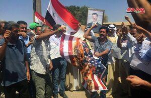 مردم سوریه باردیگر پرچم آمریکا را به آتش کشیدند.