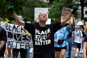 فیلم/ درگیری معترضان سیاهپوش با پلیس آمریکا