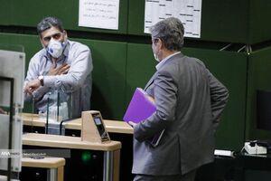 عکس/ تاجگردون از مجلس خارج شد