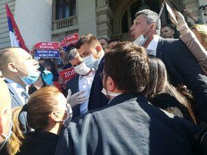 حمله به ساختمان مجلس صربستان +فیلم