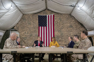 کتاب جان بولتون؛ جزئیات سفر ترامپ به پایگاهی که ایران موشکباران کرد/ آمریکا باید برای تأمین هزینه عملیاتهای ناتو در خاورمیانه «کاسه گدایی» مقابل کشورهای عربی دست بگیرد +عکس و فیلم