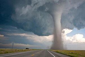 تصاویر خیره کننده از گردباد در آسمان آمریکا