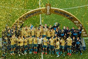 عکس/ بالا بردن جام ضد عفونی شده لیگ روسیه