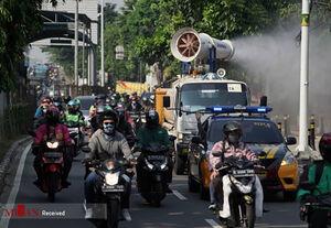 عکس/ ضدعفونی کردن خیابانهای جاکارتا