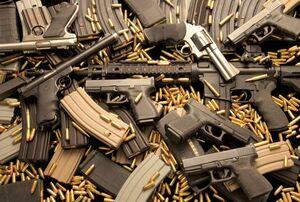 فیلم/ هجوم مردم به فروشگاهها برای خریدن اسلحه