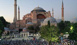 عکس/ اقامه نماز مقابل ایاصوفیه استانبول