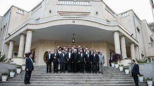 سر در ورودی پاستور بنویسید دولت تعطیل است!