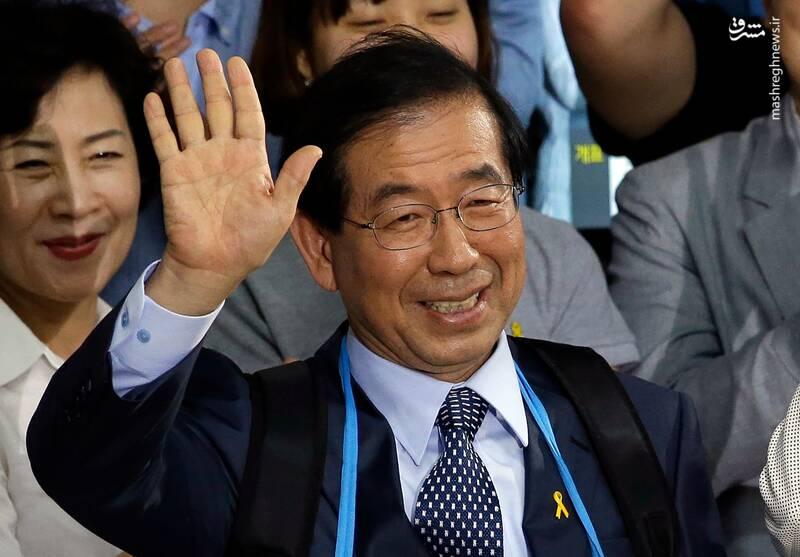 پارک وون سون سالها فعال مدنی و وکیل مدافع حقوق بشر بود و از سال ۲۰۱۱ شهردار سئول شده است.