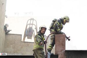 فیلم/ آتشسوزی پست برق در خیابان انقلاب
