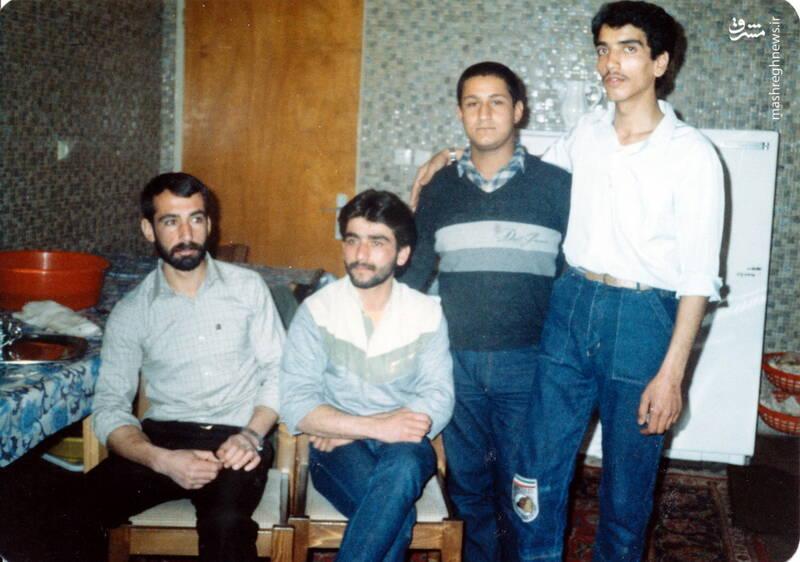 شهید عباس بخشی(نفر اول از راست)