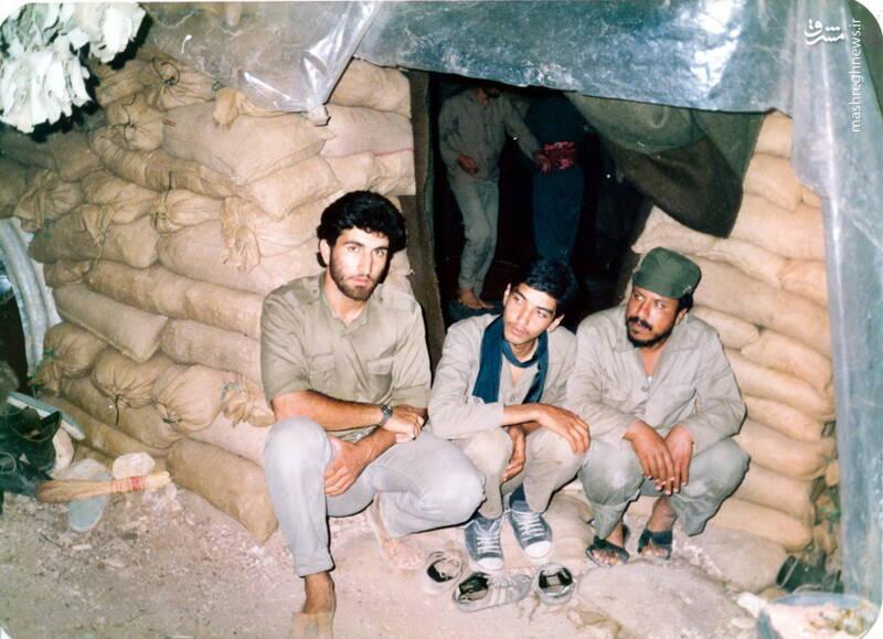 شهید عباس بخشی(نفر وسط)