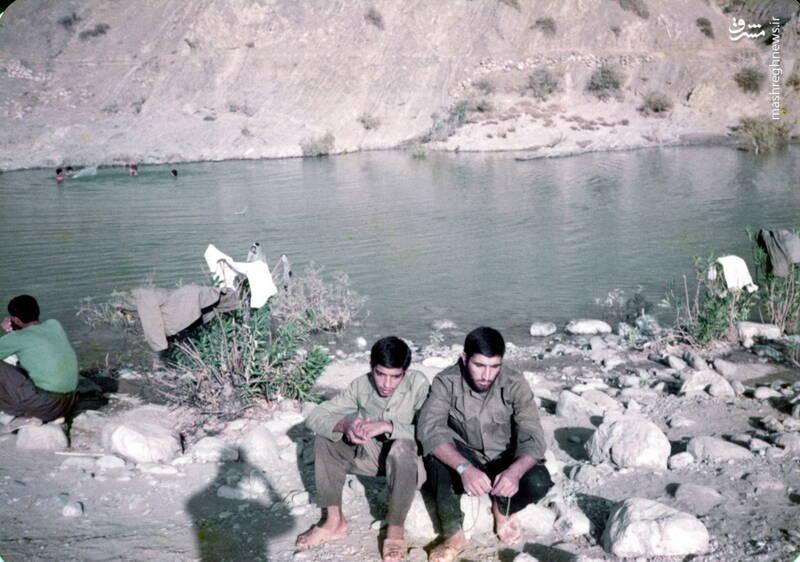شهید عباس بخشی(نفر سمت چپ)