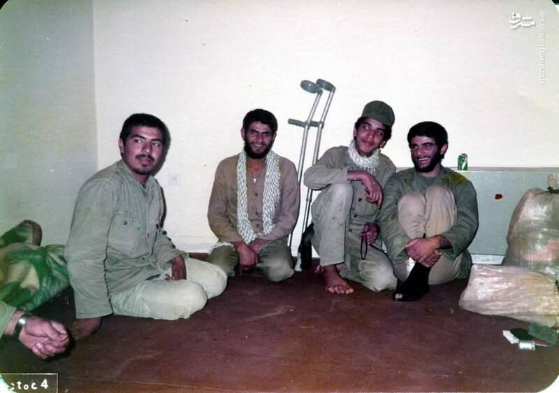 شهید عباس بخشی(نفر دوم از راست)