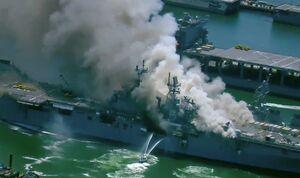 دود انفجار ناو آمریکایی چه کسانی را داخل خفه کرد؟